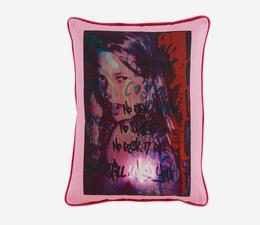 Kate_Moss_Still_Loves_Cushion_Front