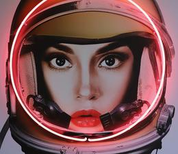 Space_Girl_Gold_Detail