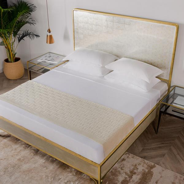 Gilded_Star_Bed_Lifestyle