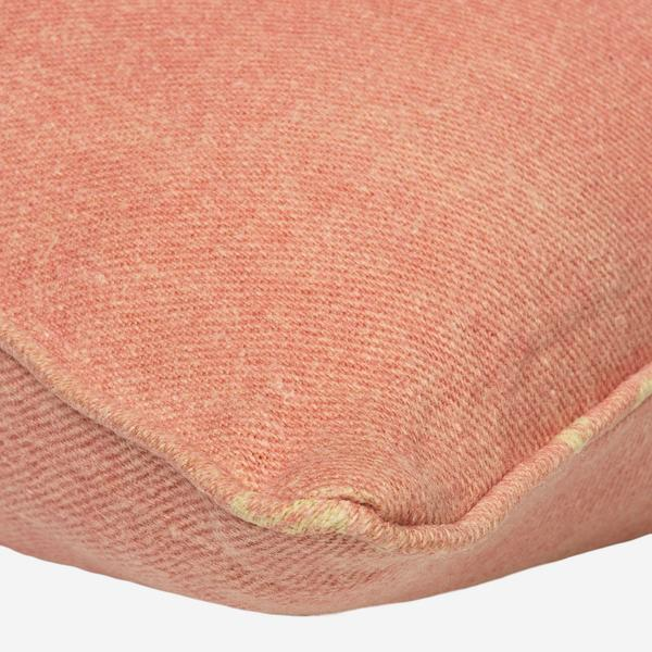 Kilimanjaro_Pink_Cushion_Detail