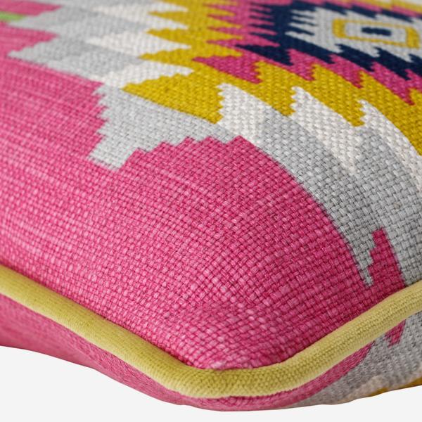 cruz_paraiso_cushion_detail