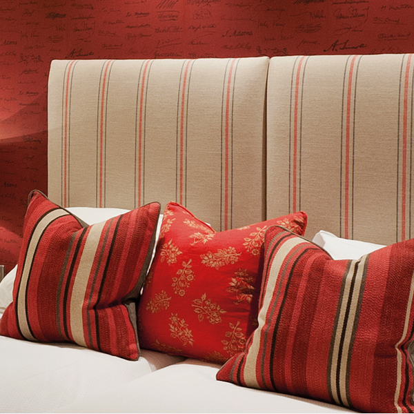 Portscatho_Plume_Fabric_Autograph_Red_Wallpaper_Lifestyle_Puente_Romano