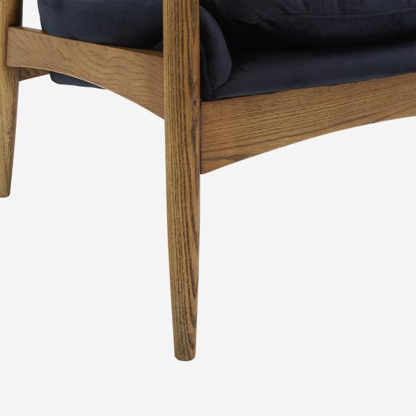 Crispin_Chair_Leg_Detail_CH899