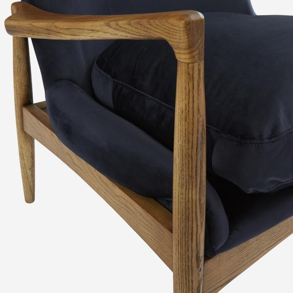 Crispin_Chair_Wood_Detail_CH899