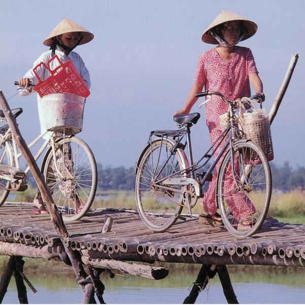 vietnamese_cyclists_threads_of_colour