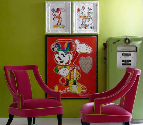 Japan_Citrus_Lacquered_Wallpaper_with_Edmund_Chairs_in_Pelham_Raspberry_with_Apple_contrast_piping_Lifestyle