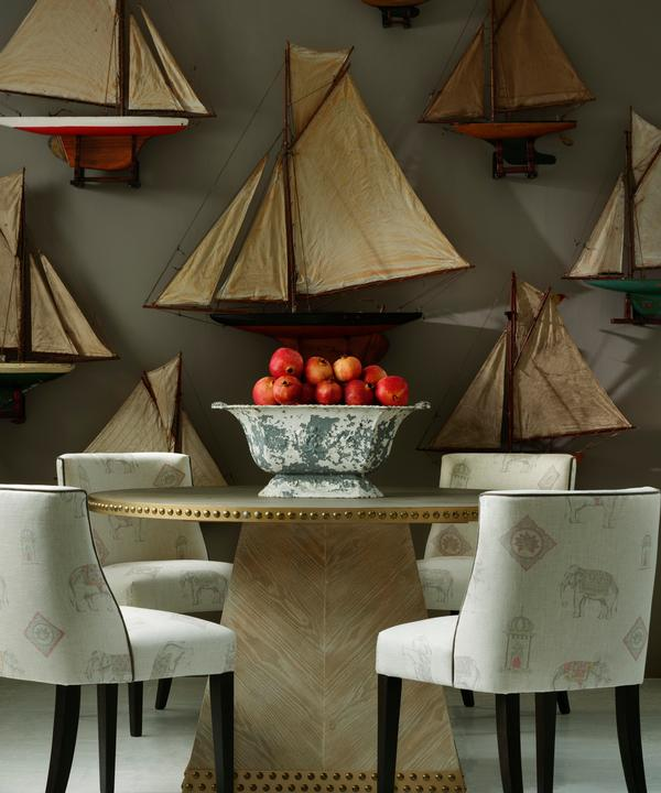 Americana dining chairs upholsered in Bolo Linen; Faubourg dining table